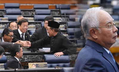 安华重返国会,受到众同僚的欢迎;反观纳吉则有点斯人独憔悴。
