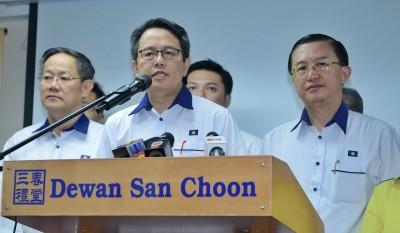 颜炳寿(左二):欢迎调查马华是否收取一马款项。