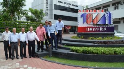 董事会成员指日新交通圈美化是由中马日新校友会报效。