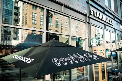 星巴克在华盛顿特区开设一家可用手语沟通的修好店。