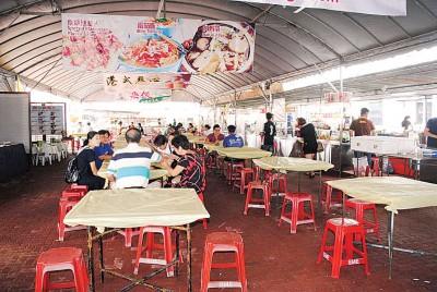 国际素食嘉年华一连10天在北海新芭观音亭斗母宫举办,25个摊格各种风味素食任选。