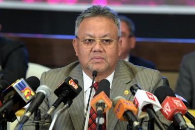 奥斯曼同意与4名委员缩短任期。