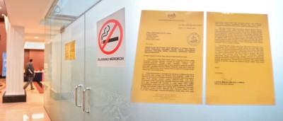 张贴国会抽烟室外的通知信,有祖基菲里的签名。