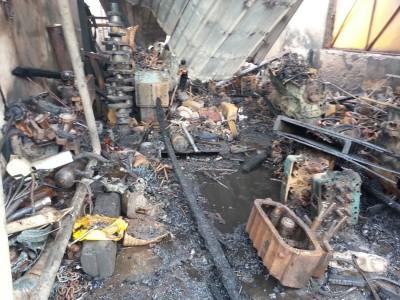 属于船只引擎全让烧毁,使事主损失约20万令吉。