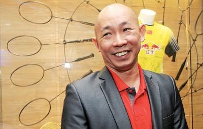 叶锦福之新加坡任教两年。