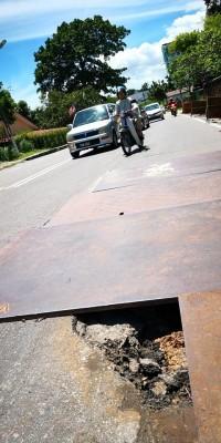 白云山路出现窟窿,威胁道路使用者安全!