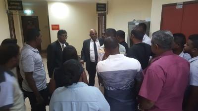 针对16人获释放但不代表无罪,律师团代表艾迪慕兰表示将先征求被告与家属意见,以决定是否会提出上诉。