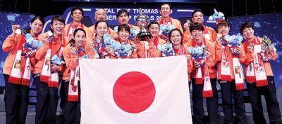 在朴柱奉(后排右2)的执教下,日本今年完胜泰国,时隔37年再次夺得尤杯冠军。