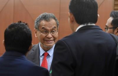 祖基菲里在国会抽烟室张贴通知信,引起朝野议员非议。