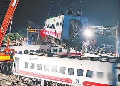 华列车出轨。(档案照)