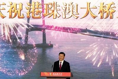 习近平在仪式上宣布港珠澳大桥正式开通。(法新社照片)