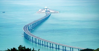 港珠澳大桥全长近55公里。
