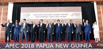 亚太经济合作组织(APEC)峰会周日连续开,每领导人拍下好合照。(法新社照片)