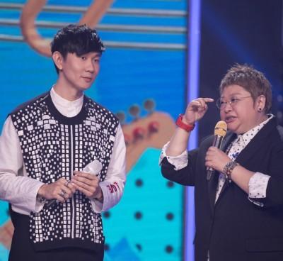 韩红是中国国宝级歌手,为好友林俊杰被假冒抱不平。
