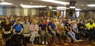 评估莱纳斯稀土厂委员会当天在关丹召开公开听证会,获得大约500名民众及政党人士出席,全场爆满,讨论气氛炽热。