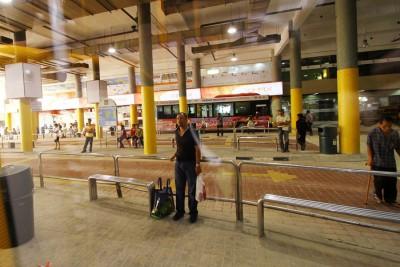 """郑来兴指光大巴士总站缺乏公厕,民众与流浪汉在角落随意小解,若未及时清理则会飘逸着""""香味""""。(档案照)"""