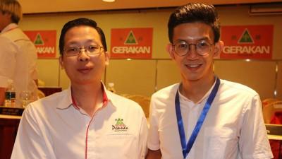 陈庆亮祝贺黄志毅接任团长职。