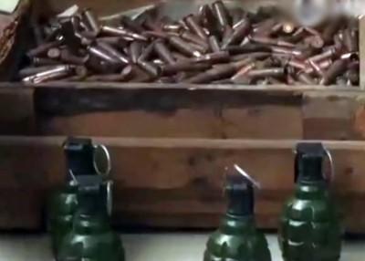 公安部缴获的子弹和手榴弹。