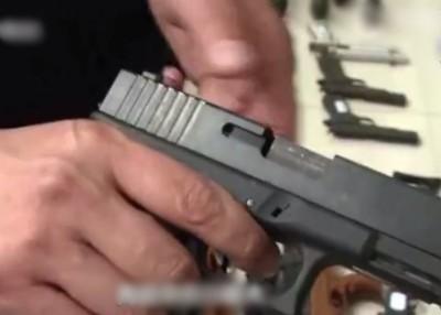 公安部展示的克隆手枪。