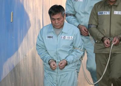 李载禄到法院听取判决。