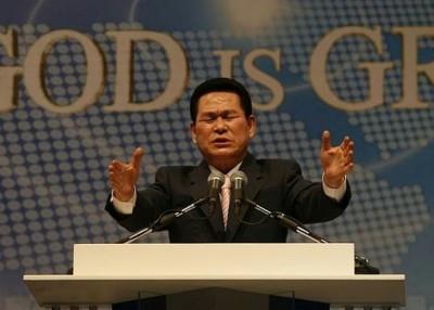 李载禄吗韩国著名牧师。