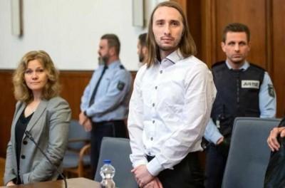 Sergei W.(右二)周二被判入狱14年。