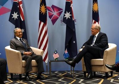 马哈迪与莫里森举行双边会议,两人言谈甚欢。