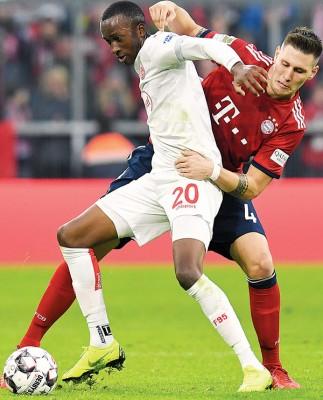 卢克巴基奥是德甲17年以来先后一个以对立拜仁上演帽子戏法的球员。