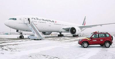法航客机因故急降,紧急降落俄罗斯西伯利亚。