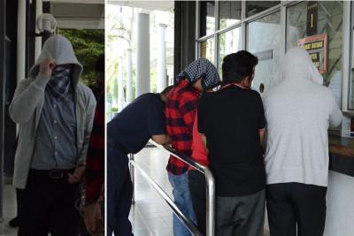 (左)被告身穿灰色外套,并以手帕遮脸避开媒体镜头。(右)被告与其他案件被告一同被带出扣留室。