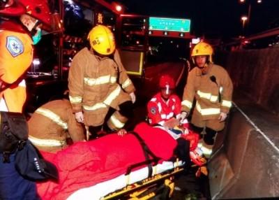 旅游巴士司机送院抢救。