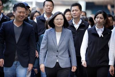 台湾总统蔡英文(蒙)8经常30分左右现身投票,生分析道选举结果可就是对蔡英文之信任投票。