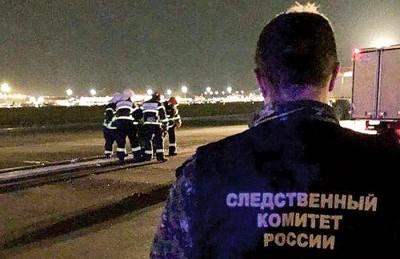 客机在跑道滑行期间撞死人。