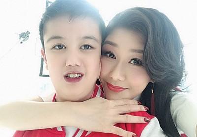 张慧仪儿子如今一度15寒暑,近年接受了心脏手术。