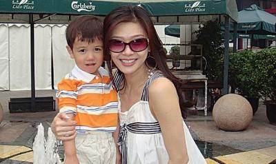 张慧仪2006年收养儿子Hanson。