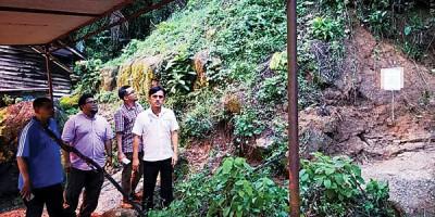 淡汶峇眼码头右边靠山5住家的环境被列入危险禁地,22居民被指示迁离。