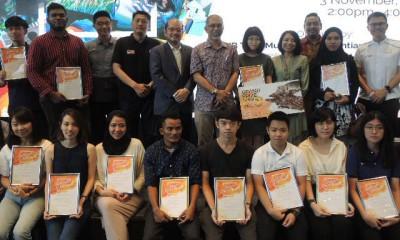 槟城艺术区艺术创作比赛颁奖礼,图为得奖者与颁奖及出席嘉宾合照。
