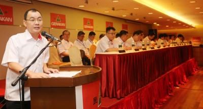 谢顺海卸任在即,最后一次以署理主席身份,在青年团及妇女组代表大会致词。