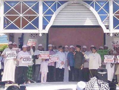 """玻州巫青团同伊斯兰党青年团在没有威清真寺联合发起""""反对《破除一切形式种族歧视国际公约》(ICERD)""""会议。"""
