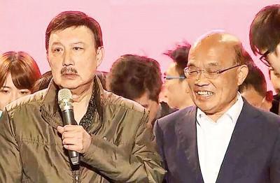 余天(左)当场泪崩向苏贞昌(右)道歉,连认了援助选不力,通告辞职主委。