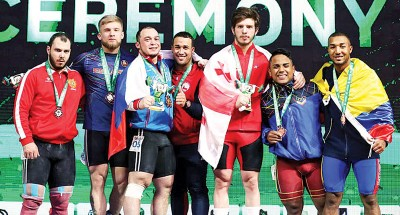 七名运动员共登上领奖台,多壮观。