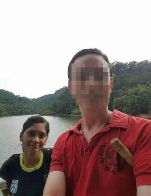 图为林姓老师(右)及妻子珊蒂的生活照。