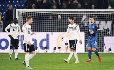 德国煮熟鸭子飞走了,勒夫以及队员都失望。