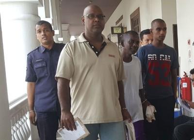 另一案件被告沙迪雅思兰则被控两项贩毒罪名,一无罪获释一需出庭自辩。