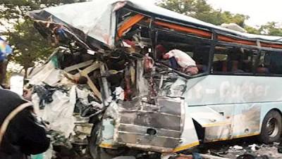 内部同样部巴士毁不转。