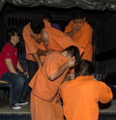 涉嫌涉及斯里马哈马里安曼兴都庙风波的4名男子,被带上法庭面控。