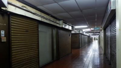 目前光大店铺在业者相继结业后,现场一片冷清。