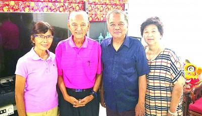 刘道南及卢观英夫妇(左一、二)与杨国泰及童春丽夫妇合照。
