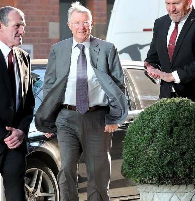 前曼联主帅弗古森爵士在曼彻斯特市中心的Ivy酒店享用午餐,与他一起用餐的还有一些前曼联球员。