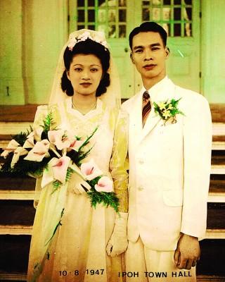 吴在新与怡保殷商陈同福次女陈求真的婚照。